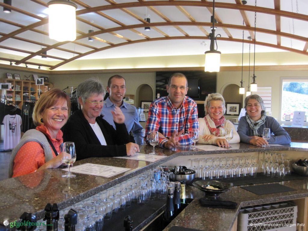 Bei der Weinverkostung. Fazit: Auch die Kanadier können guten Wein machen!