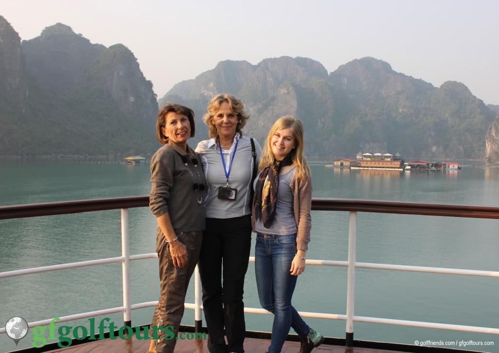 Brigitte, Gosia und ich auf dem Schiff.