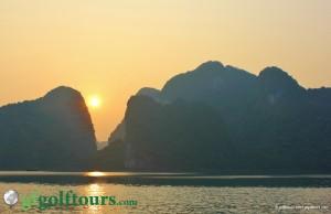 Wunderschöner Sonnenuntergang, Halong Bay