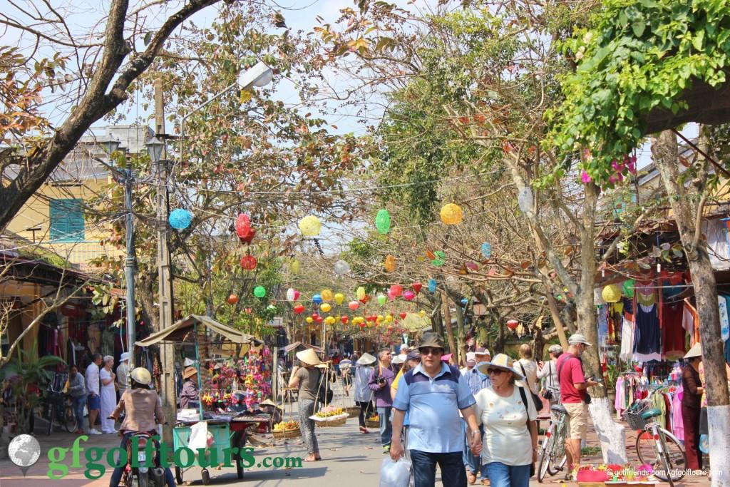 Die lebendigen Straßen von Hoi An.