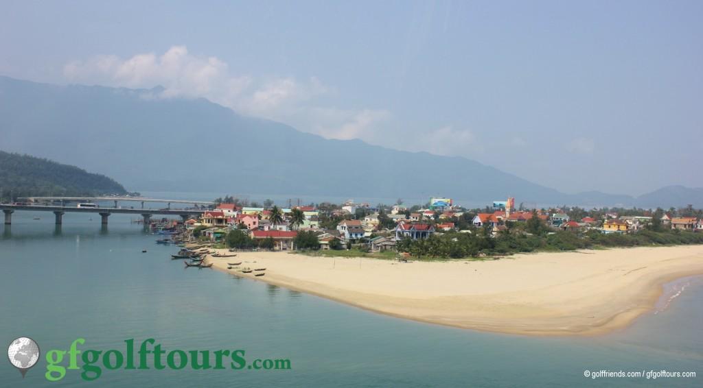 Ein kleines Fischerdorf auf dem Weg nach Hue,