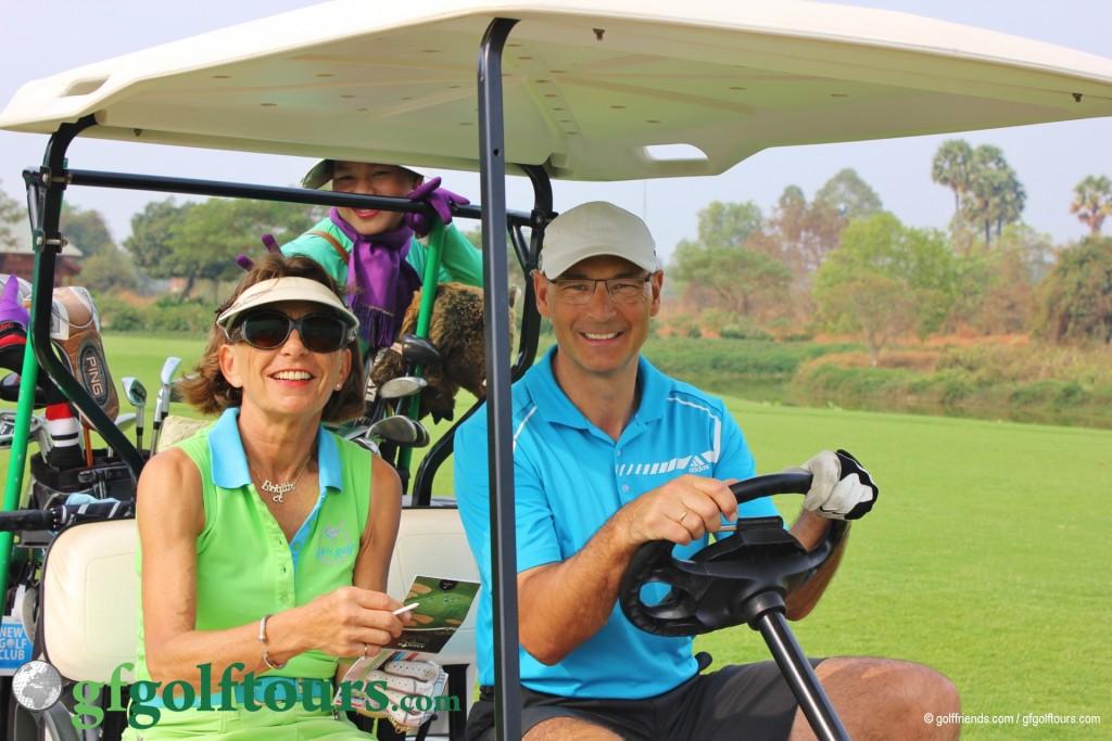 Brigitte und Robert freuen sich auf das Golfspielen!