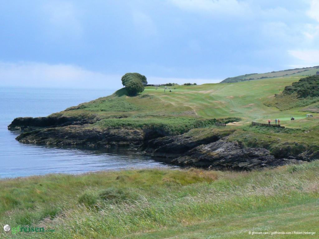 Malerische Küstenlandschaft auf dem Golfplatz in Wicklow.