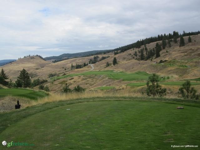 Tower Ranch Golf Course: Sehr weitläufig, interessantes Design mit herrlichen Ausblicken auf Kelowna und den Okanagan Lake im Hintergrund, spielerisch eine Herausforderung für alle Spielstärken.