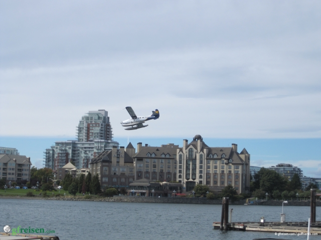 Der golffriends Flieger kurz vor der Landung in Victoria.
