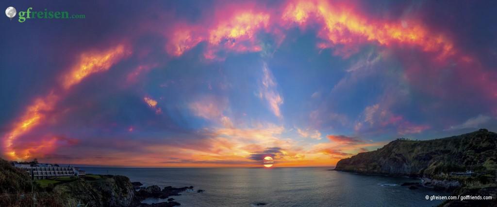 Auf der linken Seite unser Hotel, Sicht auf den wunderschönen Sonnenuntergang