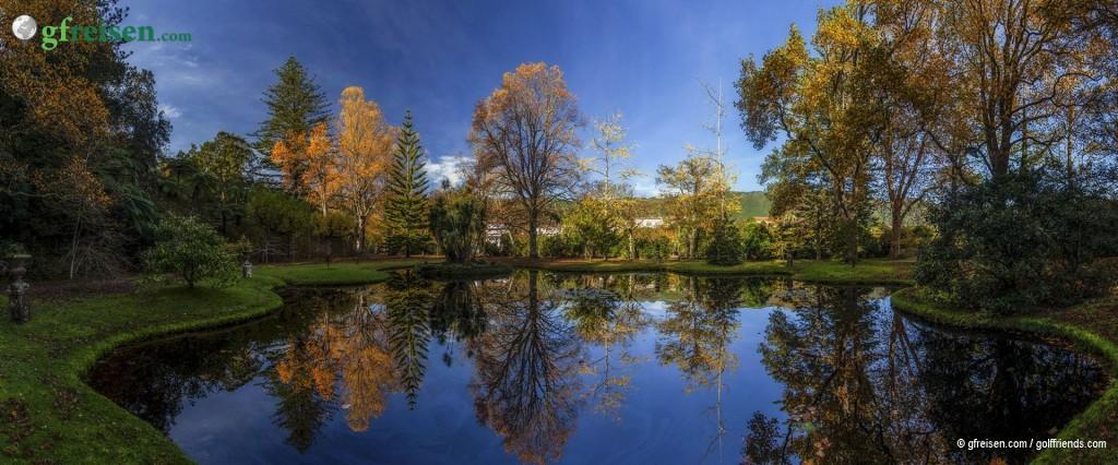 Der schön im Ort angelegte Park in Furnas