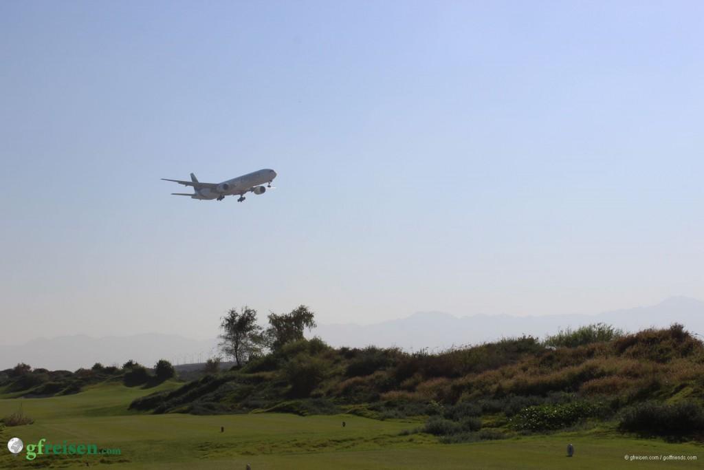 An Loch 1 konnte man fast die Flugzeuge berühren, die ganz in der Nähe landeten.