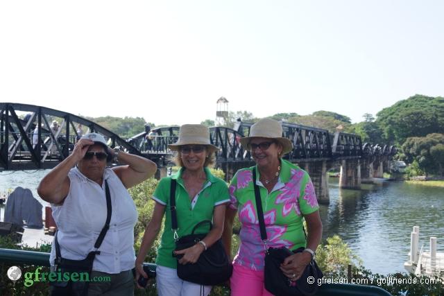 An der berühmten Brücke über den Kwai.