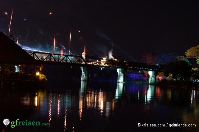 Eine tolle Light Show an der Brücke.