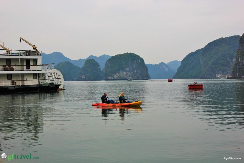 Heike und Michael bei ihrer Kayak Tour durch die Halong Bucht