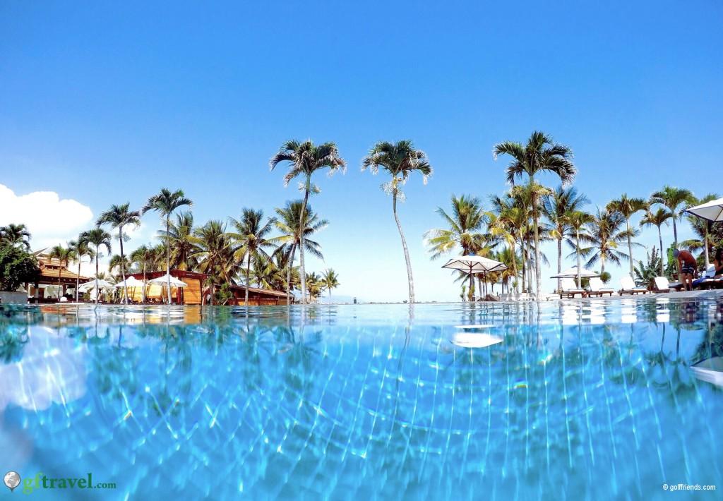 Pool und Strand im Furama Resort