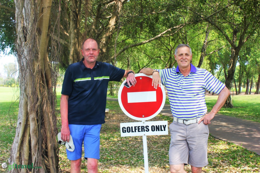 Achtung – Golfers only
