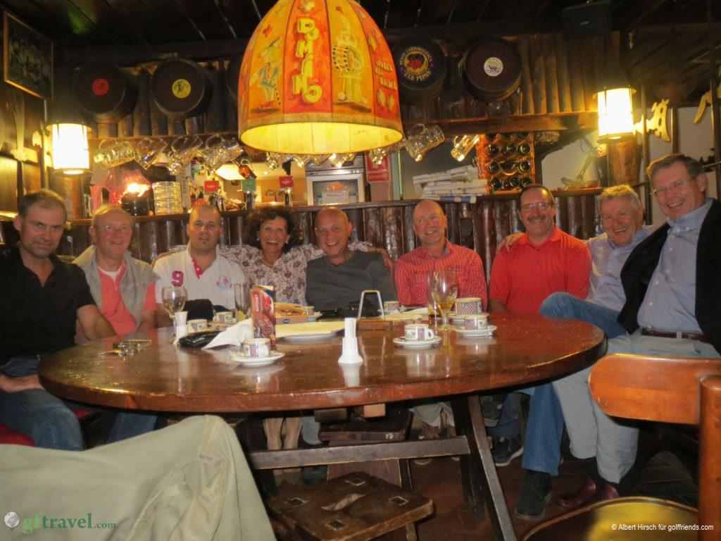 Abendessen in El Cid: HIer wächst eine neue und entspannte Freundschaftsatmosphäre zusammen